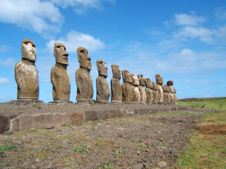 Истуканы Моаи на острове Пасхи. Аху Тонгарики