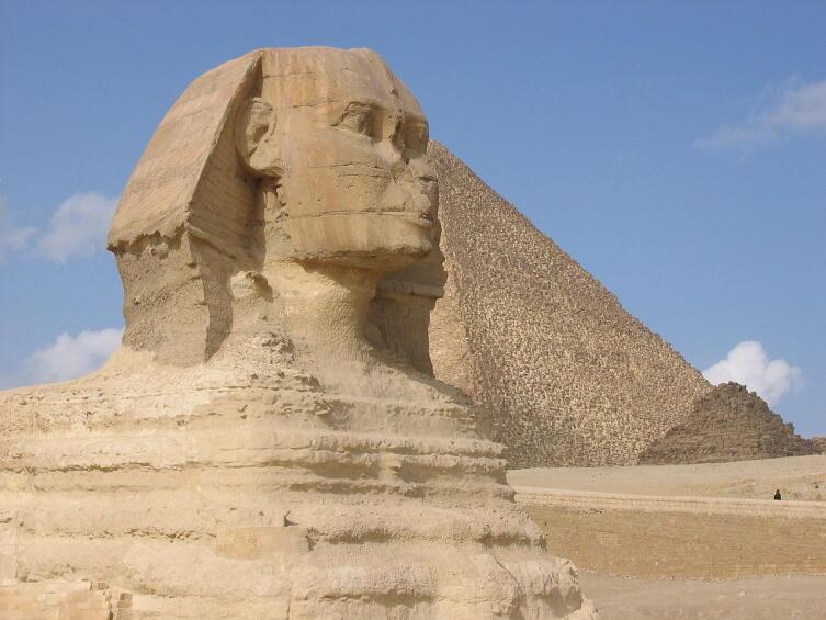 Большой сфинкс и пирамида Хеопса