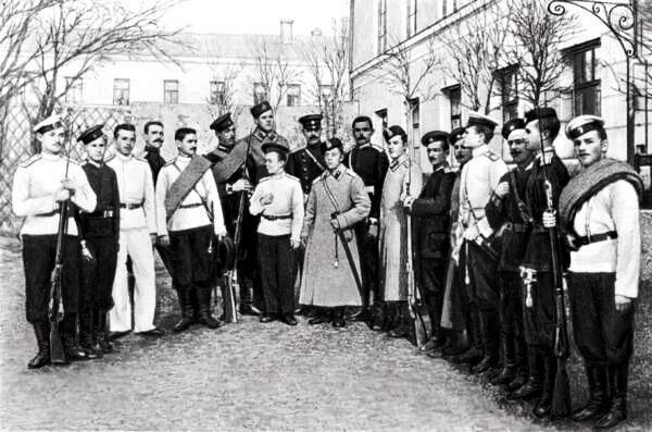 Юнкера Александровского военного училища, его закончил известный писатель А.И. Куприн