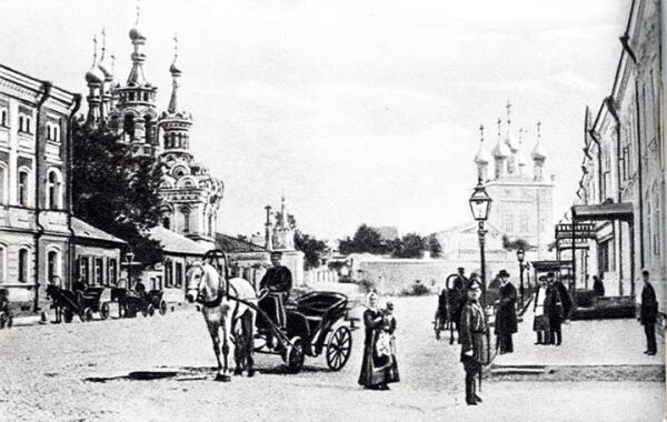 Извозчики на Малой Дмитровке в 80-е годы XIX века