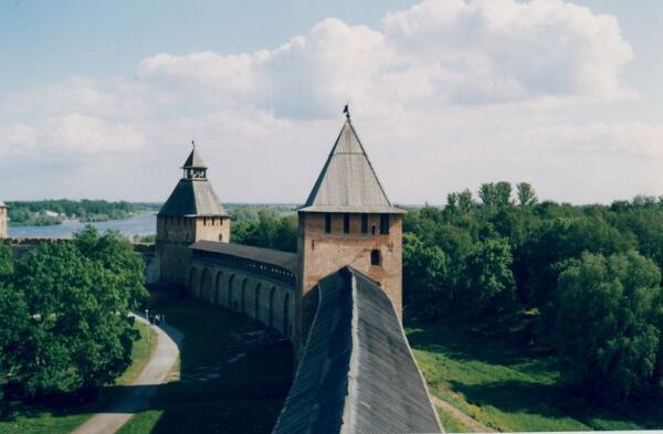 Вид на стены кремля и окрестности с башни Кокуй.