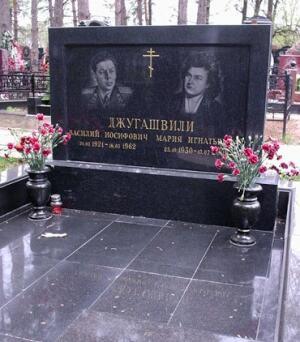 Могила на Троекуровском кладбище в Москве