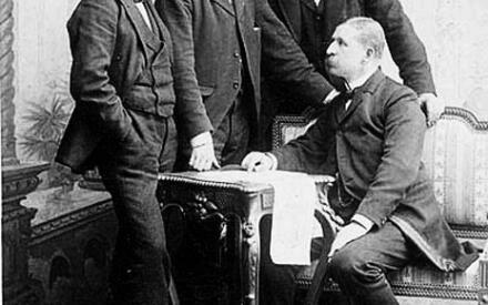 Участники экспедиции 1897г.Справа налево: С. Андрэ, К. Френкель, Н. Стриндберг