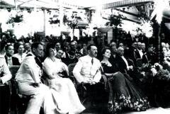 На торжественном приеме у Риббентропа, 1939 год: Адольф Гитлер с Ольгой Чеховой