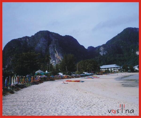 До полудня пляжи PP-центра пустуют— молодежь отсыпается после бурных ночных развлечений.