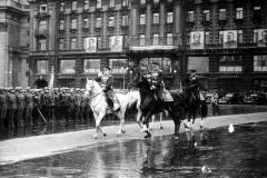 Маршалы Жуков и Рокоссовский объезжают парадный строй