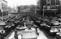 На Красную площадь въезжают танки