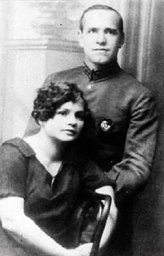 Командир кавалерийского полка Георгий Жуков с женой Александрой