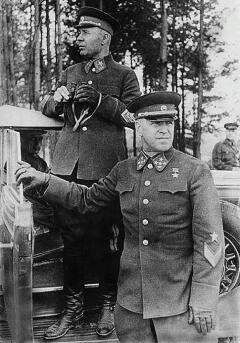 Генерал армии Г.К. Жуков и маршал С.К. Тимошенко на маневрах