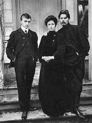 Андреева с сыном и А.М. Горьким. 1905 год