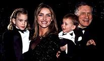 В 1989г.он женился на модели Кимберли Конрад.