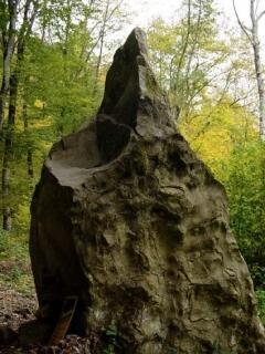 Лунный камень характерен необычной формой