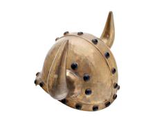 Эти шлемы наводили ужас на народы, которые шли завоевывать германские племена.