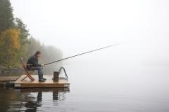 Именно в межсезонье летний рыболов вдруг становится зимним.