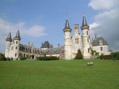 Замок или домик у моря... А что бы выбрали вы?