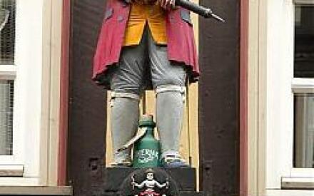Эта резная скульптура украшает дом, в котором в Мюндене жил доктор Эйзенбарт