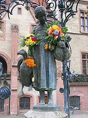 Памятник девочке Лизе в Гёттенгене. Уж не великую Лу имели в виду?