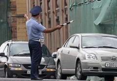 Инспектор ДПС, как и водитель, наделяется не только правами, но и обязанностями