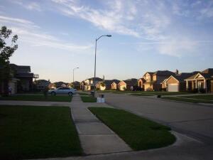 Улица типичного жилого района -