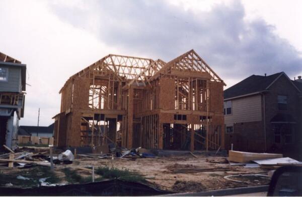 Так вот строят дом из«спичек»