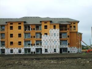 Так же строят и многоквартирный жилой комплекс.