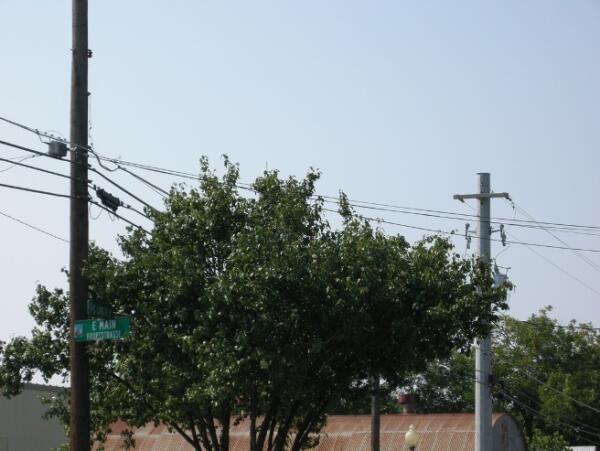 Табличка с двойным названием главной улицы