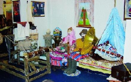 Экспозиция музея «Русские валенки» оформлена в национальном стиле