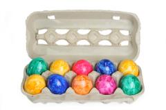 Конечно же, вы можете купить красители и просто покрасить десяток яиц. Но... как же душа светлого праздника?