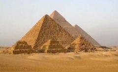 Кто строил египетские пирамиды?