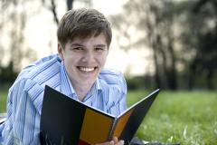 Если диплом написан и успешно защищен, вы получаете свидетельство об окончании высшего (или среднего) учебного заведения.