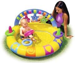 Пользоваться надувным бассейном можно с 7-9 месяцев, когда малыш уже хорошо сидит