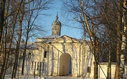 Вход в Антониев монастырь.