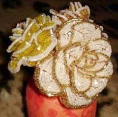 Розы, выполненные в технике французского плетения