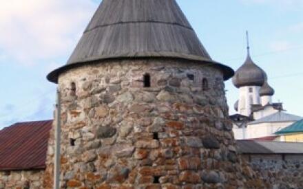 Одна из крепостных башен