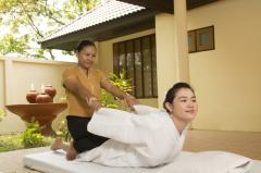 Во время сеанса контакт между массажистом и пациентом происходит на энергетическом уровне