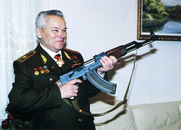 Легендарный оружейник с не менее легендарным автоматом