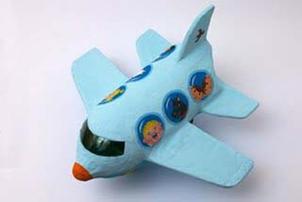 Поделка из бутылки пластиковой самолет