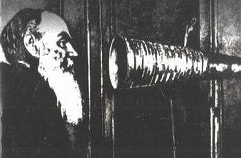 Изобретатель звукозаписи - Томас Эдисон - прислал в подарок Льву Толстому один из своих фонографов.