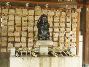 Деревянные дощечки желаний в храме Окадзаки