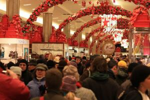 Россияне тратят на подарки и на предпраздничные расходы 13% от своего годового дохода