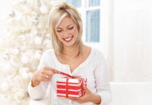 Доставьте дополнительные секунды удовольствия от разворачивания шуршащей бумаги!