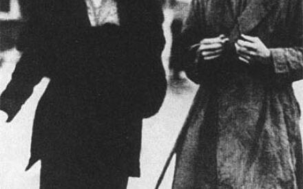 Агата и Арчибальд Кристи вскоре после рождения дочери