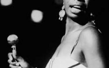 Словно по мановению волшебной палочки она становится звездой Town Hall, Carnegie Hall и Newport Jazz Festival