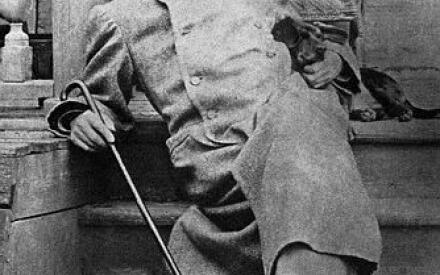 А.П. Чехов в Мелихове с таксой Хиной (1892-1898 гг.)