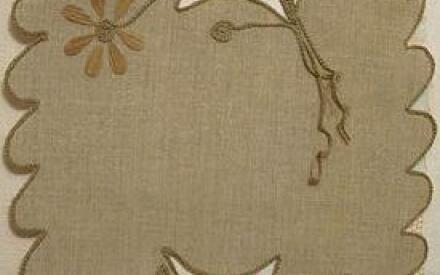 Простая цепочка из воздушных петель придаст куску ткани неплохое обрамление
