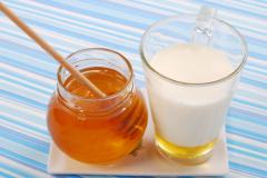 Самое главное вещество применяемое при лечении ангины- это мед.  Народная медицина превозносит его на...