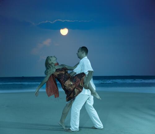 клуб знакомств слияние двух лун отзывы