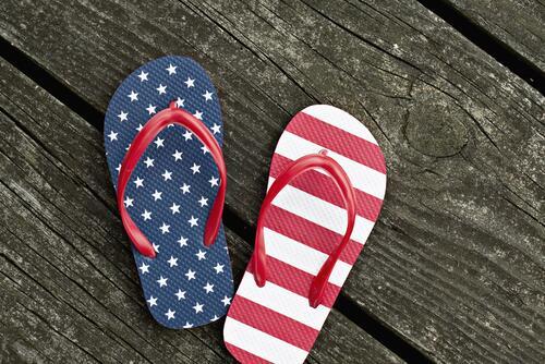 одежда с американским флагом