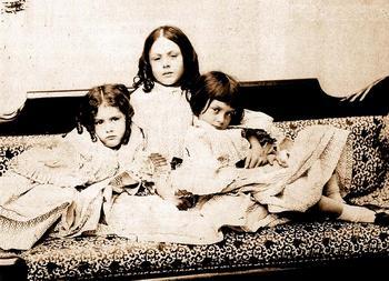 Сёстры Лидделл: Эдит, Лорина и Алиса.