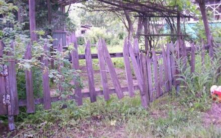 Деревянный забор— почти всегда дешево, но не всегда сердито